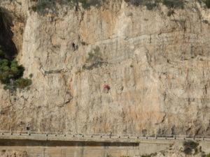 C'è chi arrampica ...
