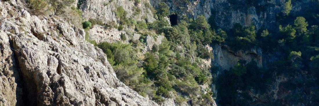 Il tratto di costa tra Torre Capovento e la Grotta della Madonnina